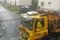 Počátkem měsíce května ostravští strážníci přijali oznámení o založení černé skládky v Ostravě-Kunčičkách v ulici Pstruží.