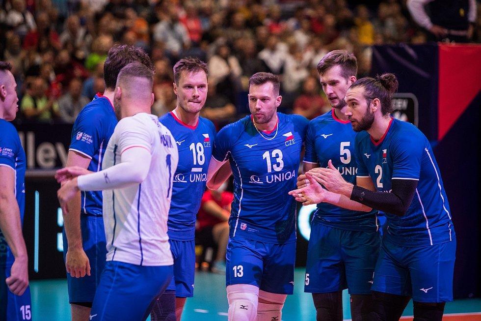 Čeští volejbalisté porazili v pátek v Ostravě úřadující evropské vicemistry ze Slovinska 3:1, ale o den později podlehli Bělorusku 1:3. Ve druhém sobotním zápase se z vítězství 3:0 nad Černou Horou radovali Slovinci.