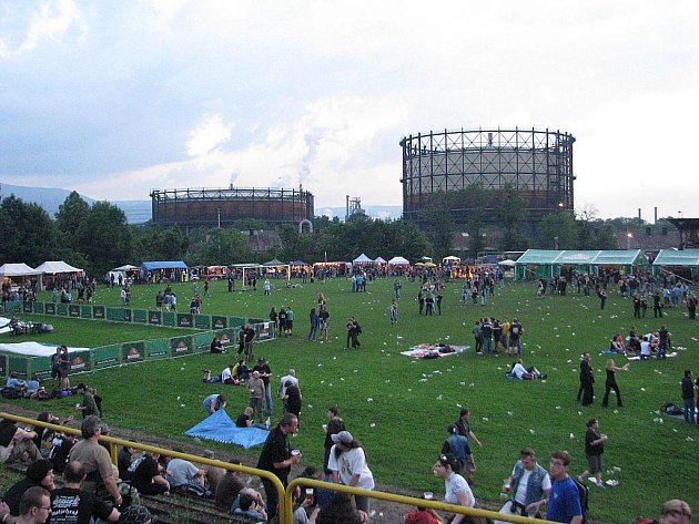 Tradiční třinecký festival Noc plná hvězd nabídl v loňském roce rockovým a metalovým fanouškům celou řadu kapel. Zřejmě největší ohlas si zasloužil bývalý zpěvák legendárních Iron Maiden – Blaze Bayley.