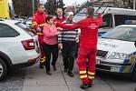 2 z 9 - Evakuace zraněných pacientů z místa střelby, 10. prosince 2019 v Ostravě.