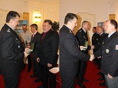 Slavnostní udělování medailí policistům Městského ředitelství policie Ostrava za věrnost prvního, druhého a třetí stupně.