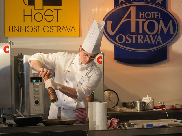 Účastníci mezinárodní gastronomické soutěže Ahol Cup 2008, která se konala v únoru 2008 v hotelu Atom v Ostravě.