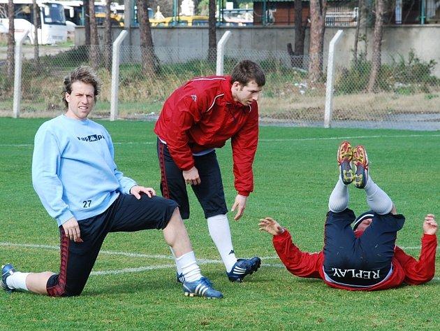 Fotbalisté Baníku mají za sebou první trénink na soustředění v Turecku. Dnes je čeká první zápas proti Dinamu Bukurešť a v sestavě by neměli chyběl Mario Lička (vlevo) ani Tomáš Marek.