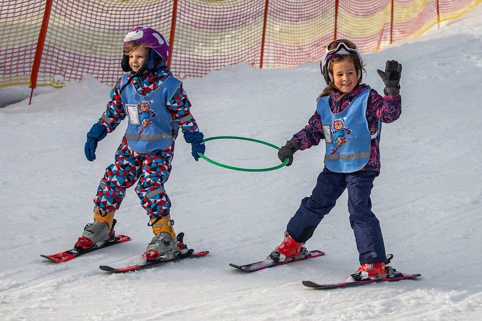 Lyžařská škola ve Ski areálu Bílá, 31. ledna 2020.