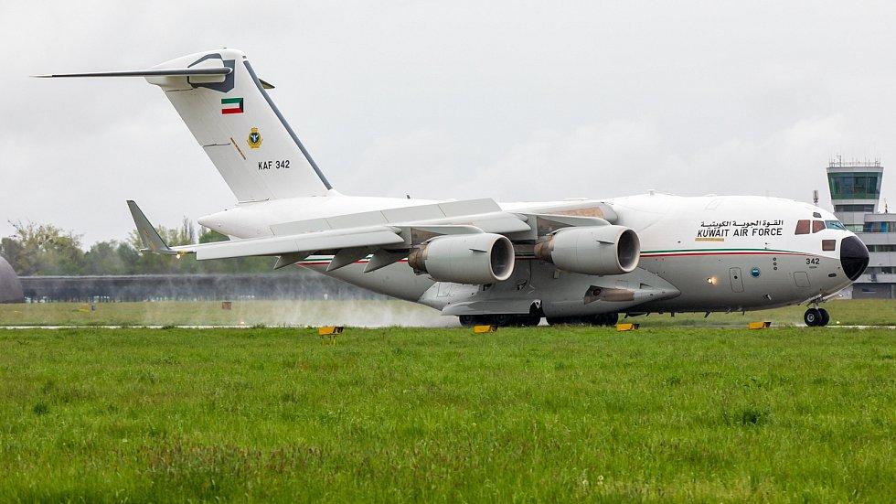Kuvajtské letectvo poslalo v pondělí 17. května do Ostravy svůj těžký transportní letoun Boeing C-17A Globemaster III. Ve flotile má dva, v česku se Kuvajťané s Globemasterem ukázali poprvé.