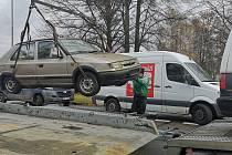 Odtahy autovraků v Ostravě-Porubě.