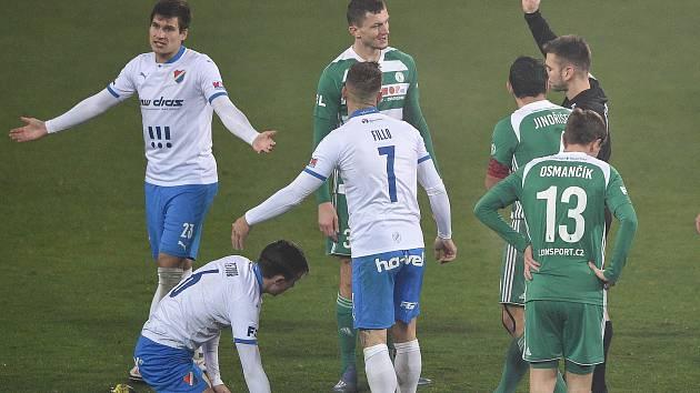 Utkání 11. kola první fotbalové ligy: FC Baník Ostrava - Bohemians Praha 1905 (1:0), 11. prosince 2020 v Ostravě. Červenou kartu dostává hráč Tomáš Necid z Bohemians.