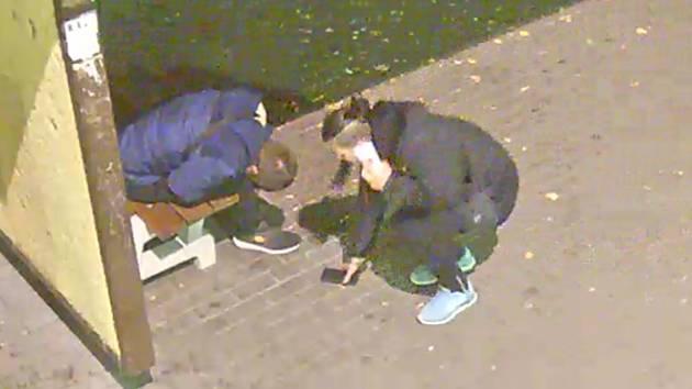 Nepoctivou ženu zachytily kamery městského systému.