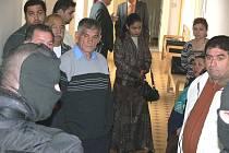 Soudní jednání v Prostějově doprovázela mimořádná bezpečnostní opatření. Na pořádek před jednací síní dohlíželi ozbrojení příslušníci vězeňské služby v kuklách