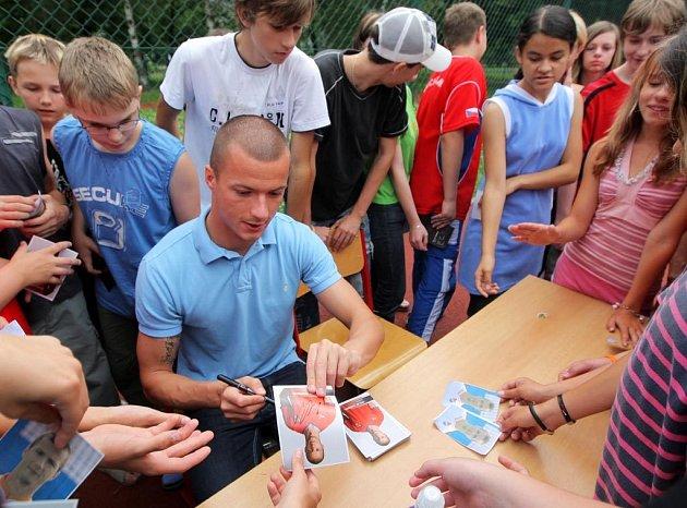Václav Svěrkoš potěšil svojí návštěvou školáky ze Základní školy Mitušova v Ostravě