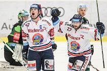 Utkání 48. kola hokejové extraligy: HC Vítkovice Ridera - HC Energie Karlovy Vary, 24. února 2019 v Ostravě. Na snímku (zleva) Rostislav Olesz, Rastislav Dej.
