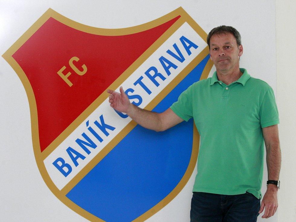PO LETNÍM NÁVRATU do Baníku se sportovní manažer Dušan Vrťo v Ostravě zabydlel a spolu s celým vedením, realizačním týmem a hráči chce vytáhnout slavný klub zpět mezi českou elitu. Zatím se mu to daří.
