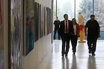 Pavilon A na Černé louce se proměnil v klenotnici s více než dvěma stovkami pozoruhodných uměleckých děl spjatých s Ostravou.