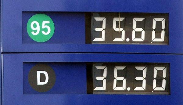 Ilustrační foto. Pohled na úterní ceny benzínu vOstravě.