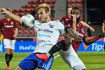 Nemanja Kuzmanovič z Baníku a Guelor Kanga ze Sparty - FORTUNA:LIGA - Skupina o titul - 2. kolo, AC Sparta Praha - FC Baník Ostrava, 23. června 2020 v Praze.
