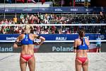 Turnaj Světové série Ostrava Beach Open, 21. června 2018, na snímku vlevo Michala Kvapilová, vpravo Kristýna Kolocová