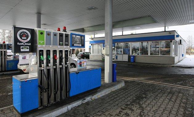 LUPIČI byli zadrženi krátce po přepadení této čerpací stanice v Plzeňské ulici v Ostravě.