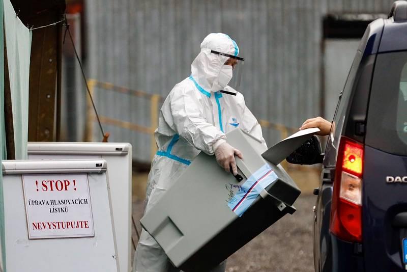 Drive-in volby v Ostravě, středa 30. září 2020.