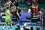 Pohár mistrů ve florbalu, o 3. místo (ženy): 1. SC Vítkovice - SB-Pro Nurmijarvi, 12. ledna 2020 v Ostravě. Na snímku (zleva) radost hráčky Michaela Kubečková a Silja Eskelinen.