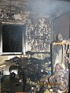 Ranní požár v Hulvákách si vyžádal dva zraněné a třináct evakuovaných.