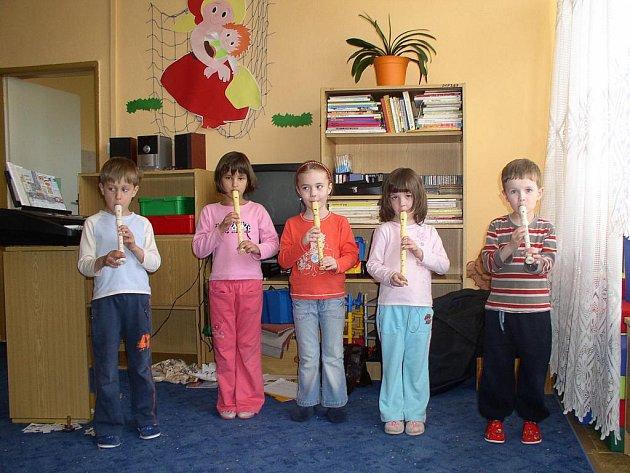 První krůčky v hudbě, tak se jmenuje projekt určený k aktivnímu hudebnímu vyžití dětí a mladých lidí ve volném čase, který podal Hudební klub Akordika.