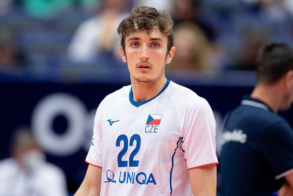 Blokař Oliver Sedláček v dresu s číslem 22 na mistrovství Evropy volejbalistů v Ostravě.