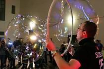 Matěj Kodeš předvádí neuvěřitelné bublinářské kousky.