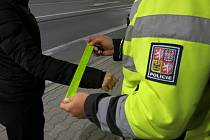 Reflexní pásky pro zvýšení bezpečnosti chodců.