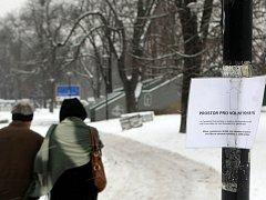 Komenského sady jsou zeleným srdcem v centru Ostravy. Lidé sem chodí sportovat, relaxovat, ale také venčit psy.