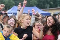 Kromě dobrého piva s nezaměnitelnou hořkostí lákaly slavnosti Ostravaru i na plejádu známých kapel.