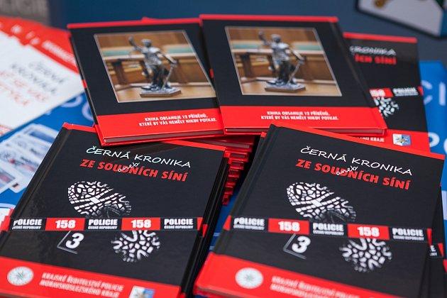 Knihu Černá kronika aneb ze soudních síní vydalo v loňském roce Krajské ředitelství policie Moravskoslezského kraje.
