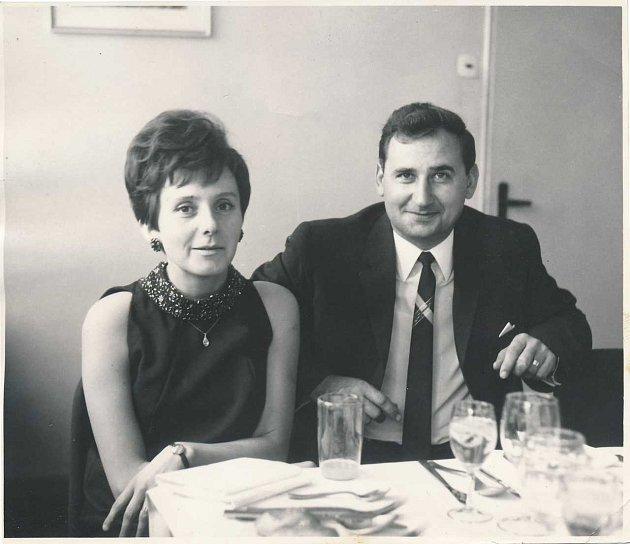 MARTA HÝŽOVÁ smanželem Václavem, rovněž bývalým pedagogem na Gymnáziu Ostrava-Hladnov.