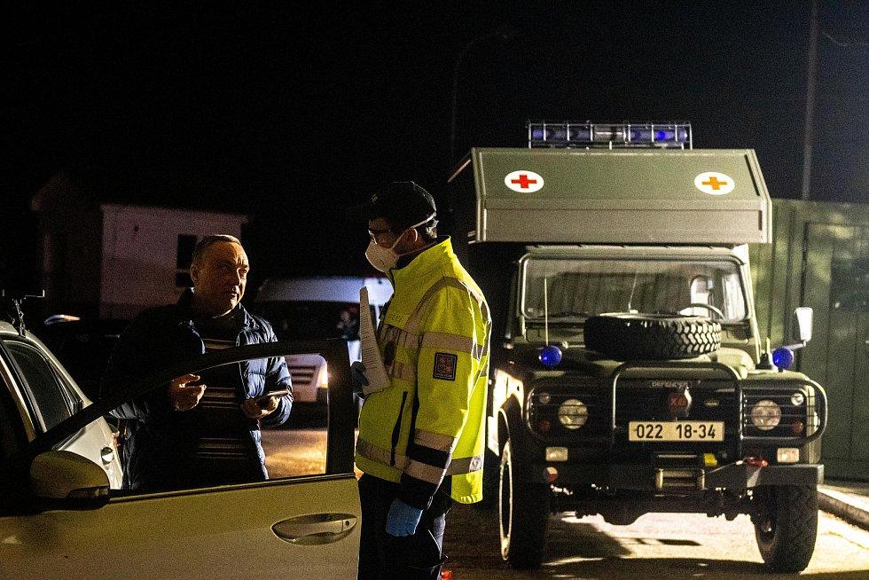 Mimořádná opatření a kontroly na hraničním přechodu Mikulov / Drasenhofen v souvislosti s koronavirem Covid-19, noc z 13. na 14. března 2020.