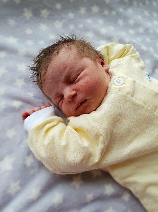 Mikuláš Těšický, Opava, narozen 5. května 2021 v Opavě, míra 51 cm, váha 4410 g. Foto: Lucie Dlabolová, Andrea Šustková