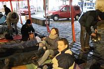 """Podstatou akce Noc venku je poukázat na problematiku bezdomovectví, diskutovat o ní a na vlastní kůži si vyzkoušet jednu noc """"pod širákem"""". Ilustrační foto."""