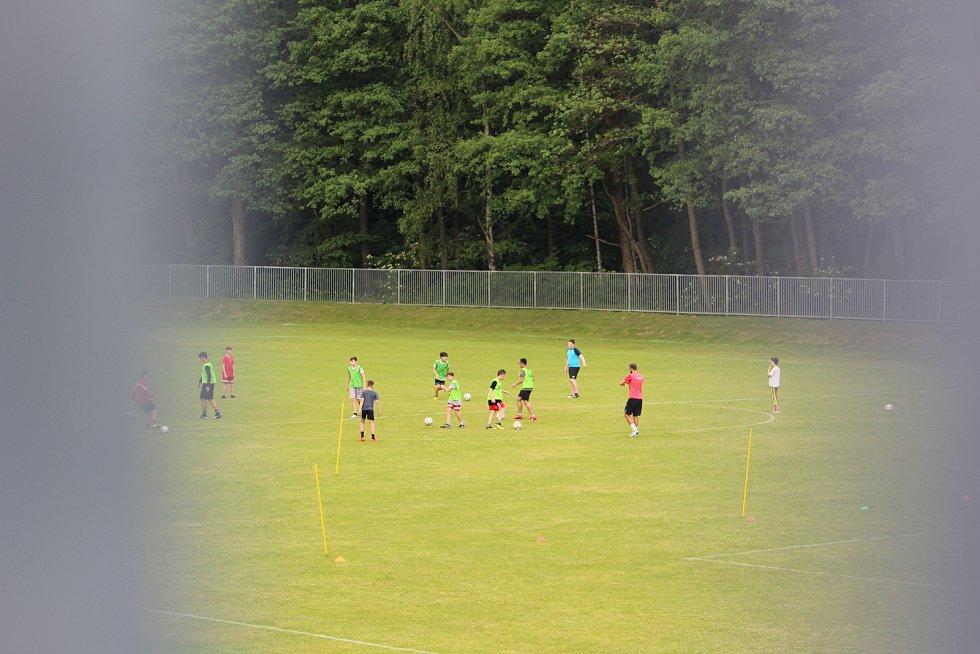 Fotbalové hřiště Slavie Orlová před lesoparkem