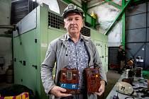 Jan Pastrňák má k hornictví blízko. Ve sklepě domu si vybudoval malé hornické muzeum.