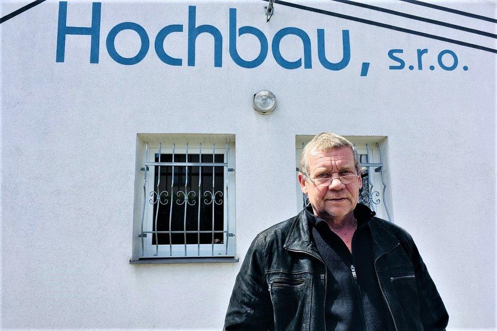 Zástupce společnosti Hochbau Jaroslav Jarmar u sídla společnosti, která v Ostravě za půl až tři čtvrtě miliardy zastaví část obří proluky mezi Porubou a Svinovem rodinnými domy a infrastrukturou.