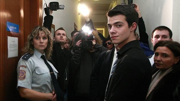 V Ostravě začalo hlavní líčení se dvěma mladíky, kteří v centru Ostravy vážně zranili zpěváka Michala Hrůzu. Na snímku jeden z nich - Nikolas Agoratsios.