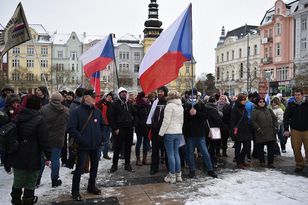 V Ostravě se demonstruje proti vládním opatřením spojeným s šířením nemoci covid-19.