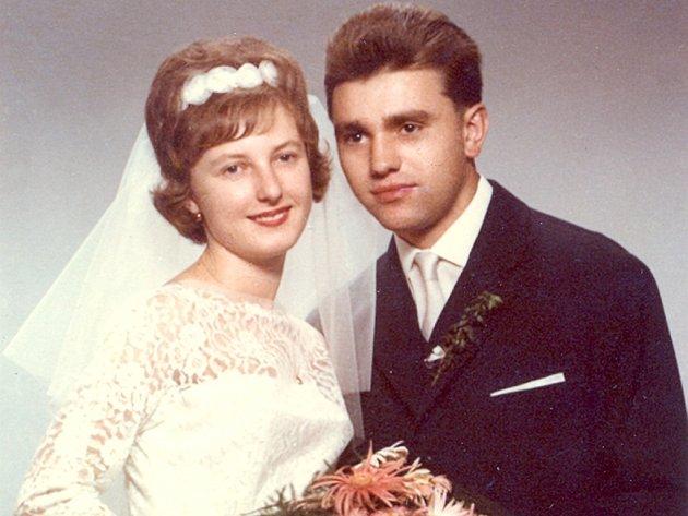 Manželé Vágnerovi - svatební foto.