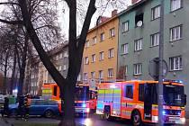 Zásah hasičů u požáru v ostravské Korunní ulici.