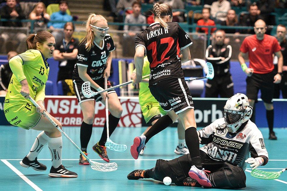 Pohár mistrů ve florbalu, o 3. místo (ženy): 1. SC Vítkovice - SB-Pro Nurmijarvi, 12. ledna 2020 v Ostravě. Na snímku (zleva) Jana Trošková, Heidi Lirkki a brankářka SB-PRO Nurmijarvi Tiltu Siltanen.
