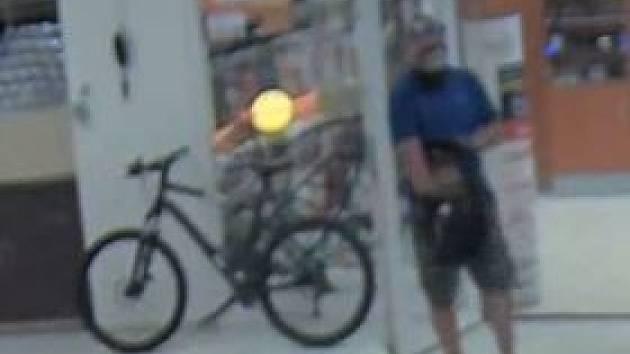 Cyklista v Ostravě měl onanovat před nezletilými dívkami. Pomůžete policii?