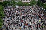 Lidé na Masarykově náměstí protestem vyjadřují nesouhlas s postupem vlády a Krajské hygienické stanice (KHS) v Ostravě, 20. července 2020 v Ostravě.