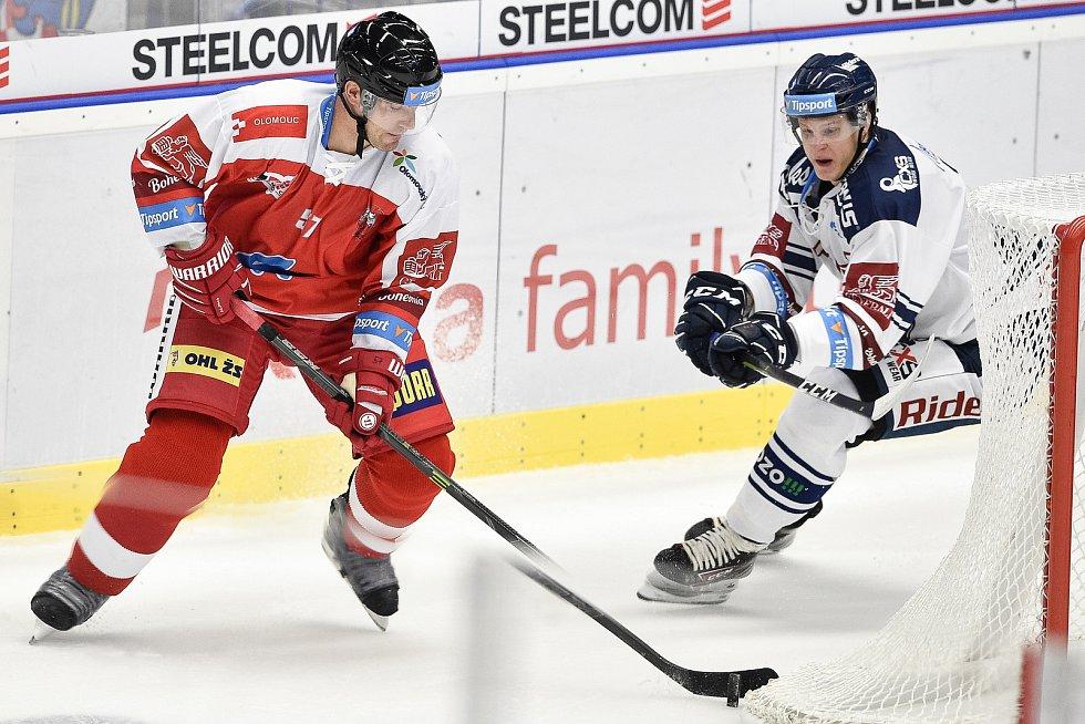 Utkání 1. kola hokejové extraligy: HC Vítkovice Ridera - HC Olomouc, 13. září v Ostravě. Na snímku (zleva) Rostislav Olesz a Erik Němec.