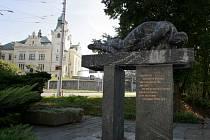 Památník Miloše Sýkory ve Slezské Ostravě. Restaurace si vyžádala pětatřicet tisíc korun.