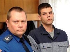 Pětadvacetiletý Ladislav Ďuriš z Karviné u Krajského soudu v Ostravě.