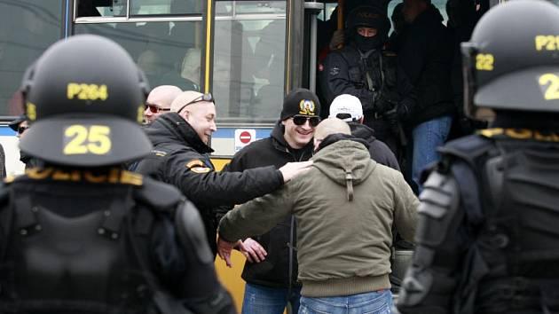 Fanoušci Sparty na Hlavním nádraží v Ostravě.