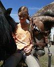 Na táboře si děti vyzkouší, jak se starat o koně.